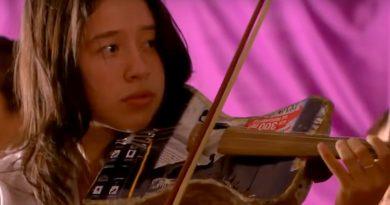 Latijns-Amerikaanse kinderen maken muziek met afval