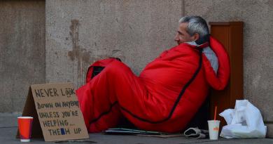 Daklozen Groot-Brittannië krijgen gratis telefoons