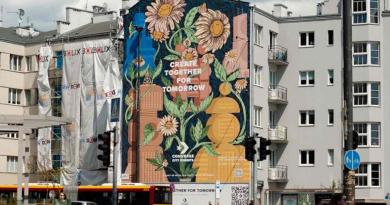 Milieuvriendelijke muurschilderingen, gemaakt met speciale verf, helpen de lucht schoner te maken.